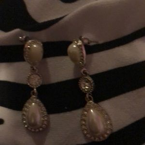 Super cute pearl sparkly earrings